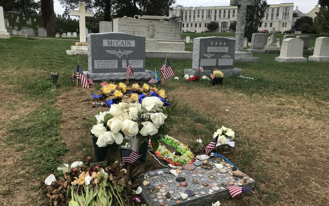 John Mccain S Headstone Placed At U S Naval Academy Jim Heath Tv