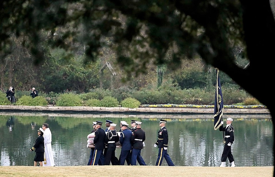 George Bush Arrives At Final Resting Place – Thousands Of Texans Welcome Him Home