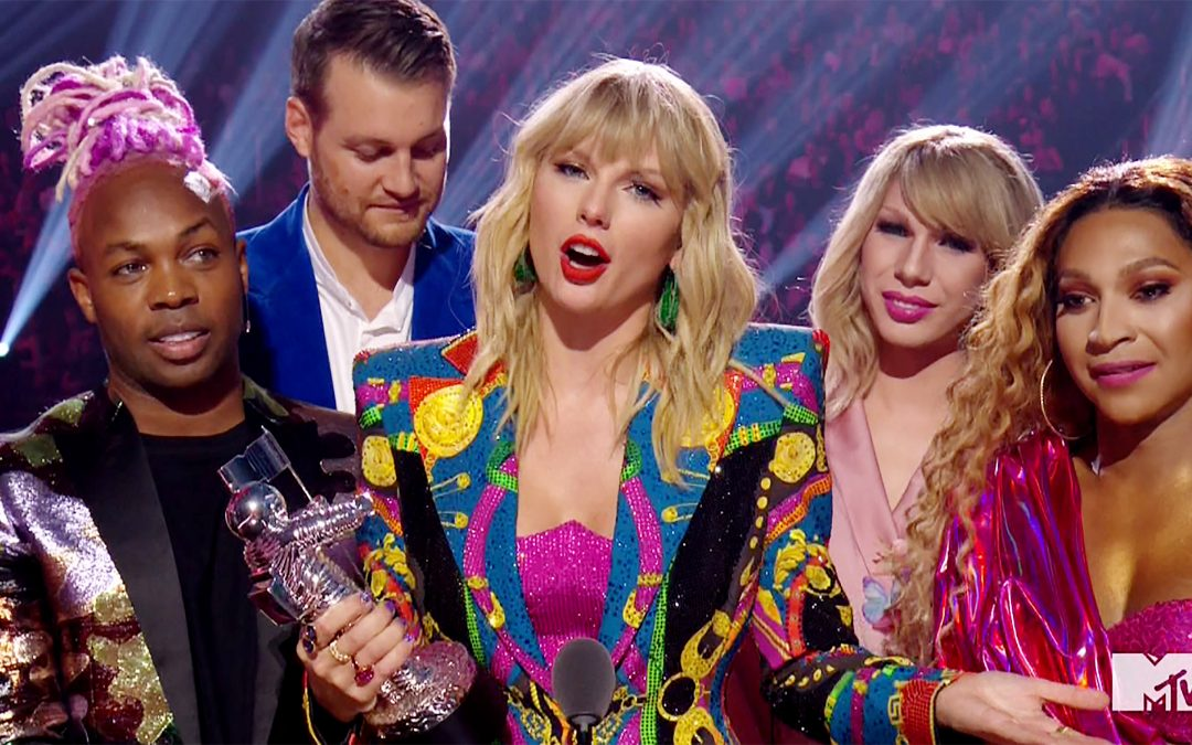 Taylor Swift Takes Swipe At Trump During VIDEO OF THE YEAR Acceptance Speech